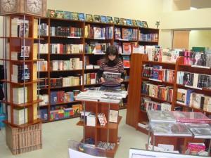 Продавец в книжный магазин