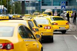 Профессиональные таксисты не могут конкурировать с нелегалами